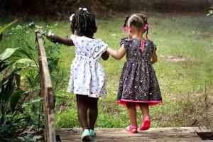 Ajari Anak Berbagi Sejak Dini, ajari anak berbagi, mengajari anak berbagi