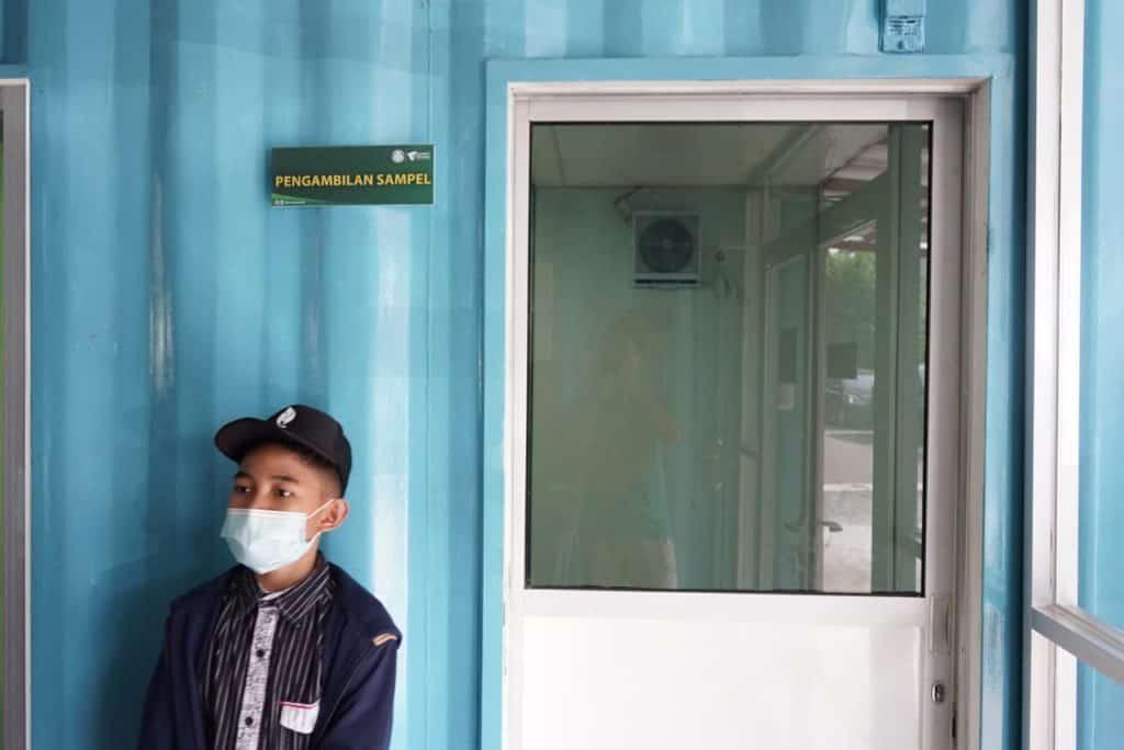 Rilvi, santri yang siap nyantri kembali setelah melakukan tes rapid di RS Container Dompet Dhuafa
