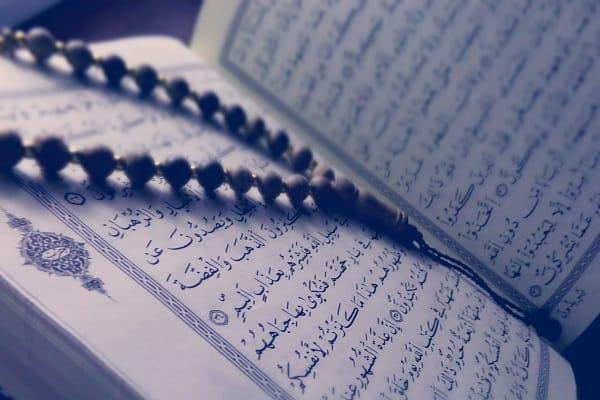 Baca Al-Quran Salah Satu Amalan Bulan Rajab - Zakat.or.id
