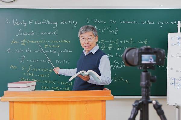 mengajar merupakan kegiatan berpahala yang ilmunya tidak akan pernah putus hingga akhirat - Tabung Wakaf