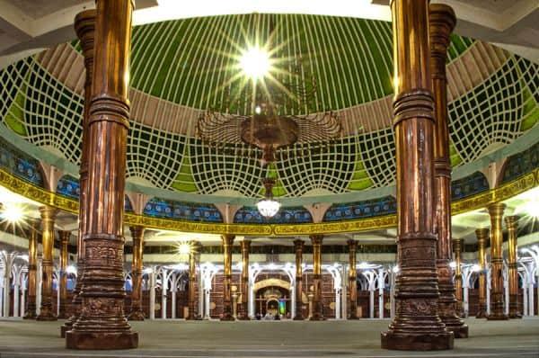 Interior wakaf Masjid Agung Al Falah di Indonesia, Jambi