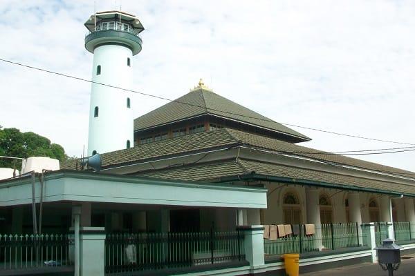 Masjid Ampel, salah satu masjid wakaf di Indonesia dari walisongo