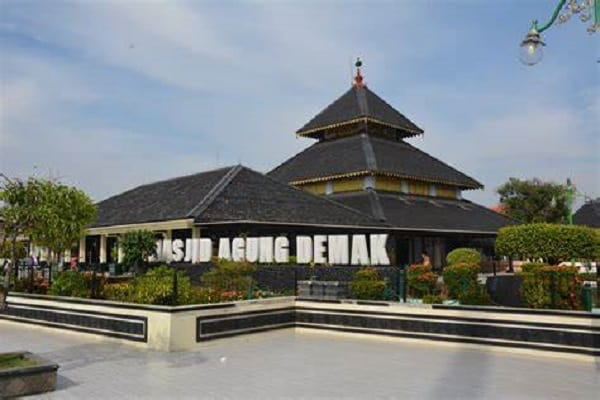 Masjid Demak, salah satu masjid wakaf di Indonesia
